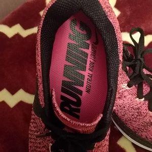 Nike Shoes - Classic Nike running Flyknit lunar 3 shoes